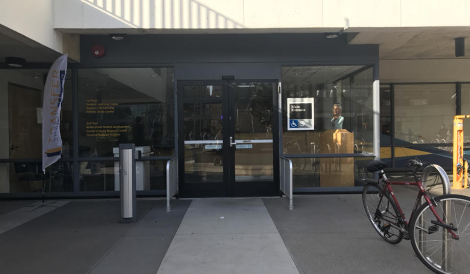 A south entrance to Cesar Chavez, located on Lower Sproul. To the left of the entrance is an automatic door opener.